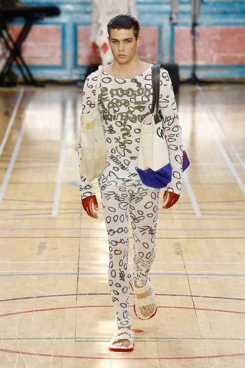http 2F2Fhypebeast.com2Fimage2F20172F062Fvivienne westwood spring 2018 menswear collection london fashion week 7 - Vivienne Westwood maakt statement met de Lente Collectie 2018 - London Fashion Week Menswear