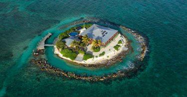 East-Sister-Rock-Island-prive-eiland