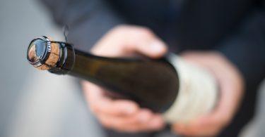 hoe open je een fles champagne