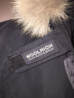 echt woolrich label logo