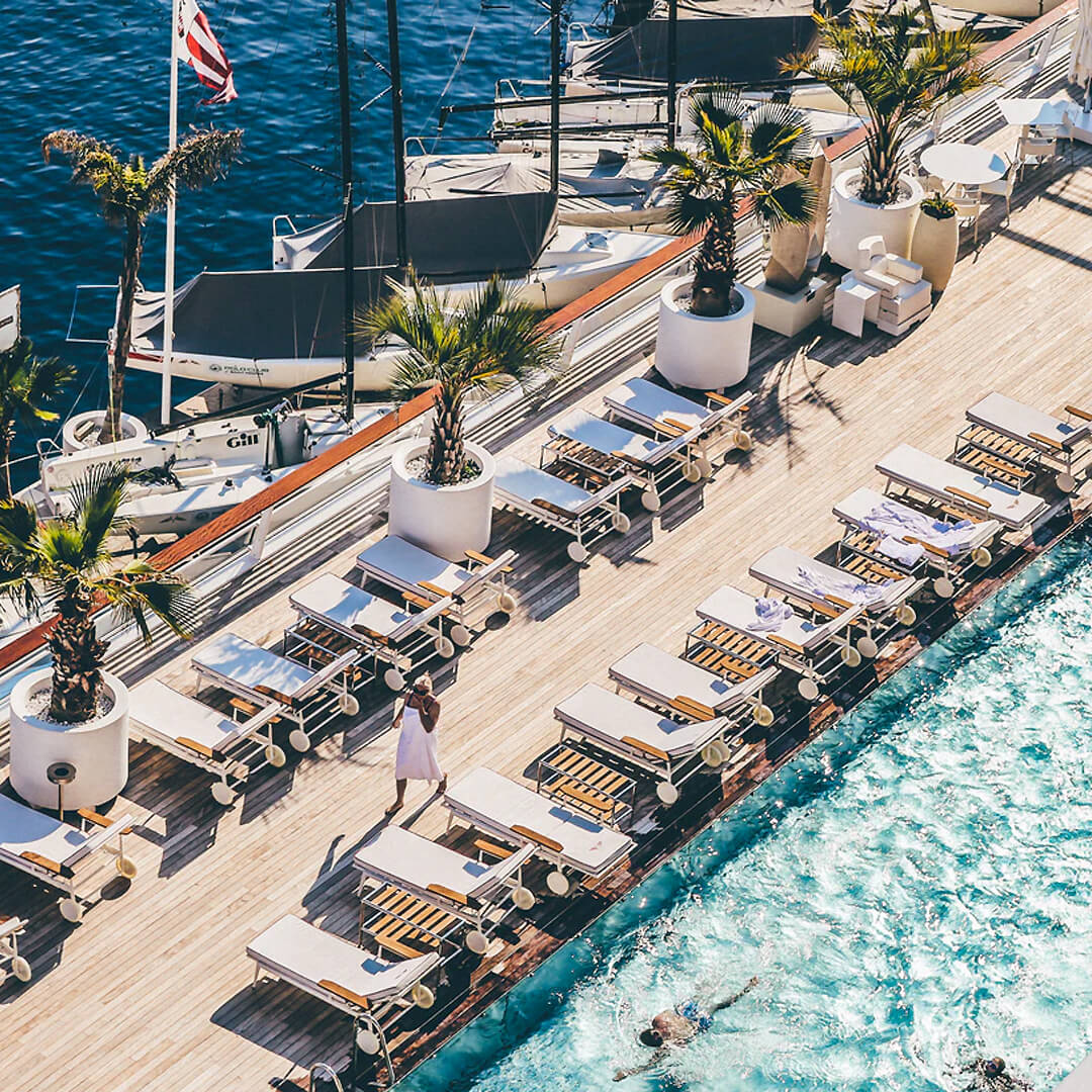 luxe hotel met zwembad