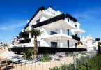 witte villa aan het strand