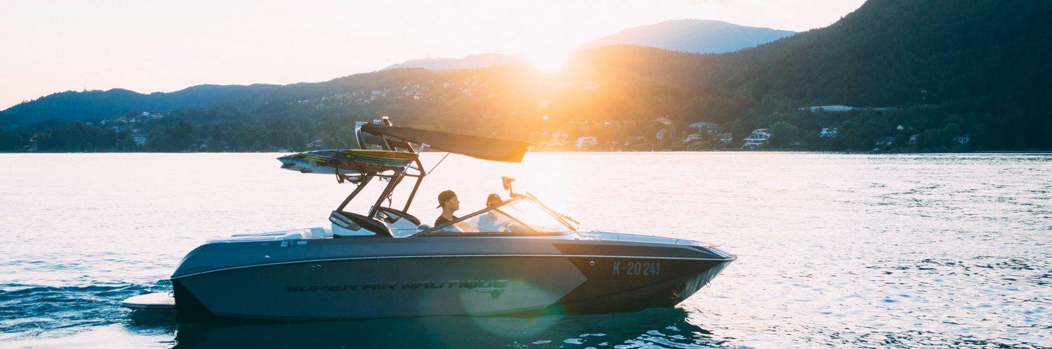 boot met surfplank