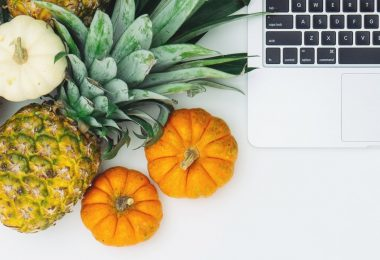 laptop met fruit
