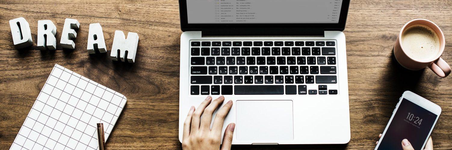 tafel met laptop