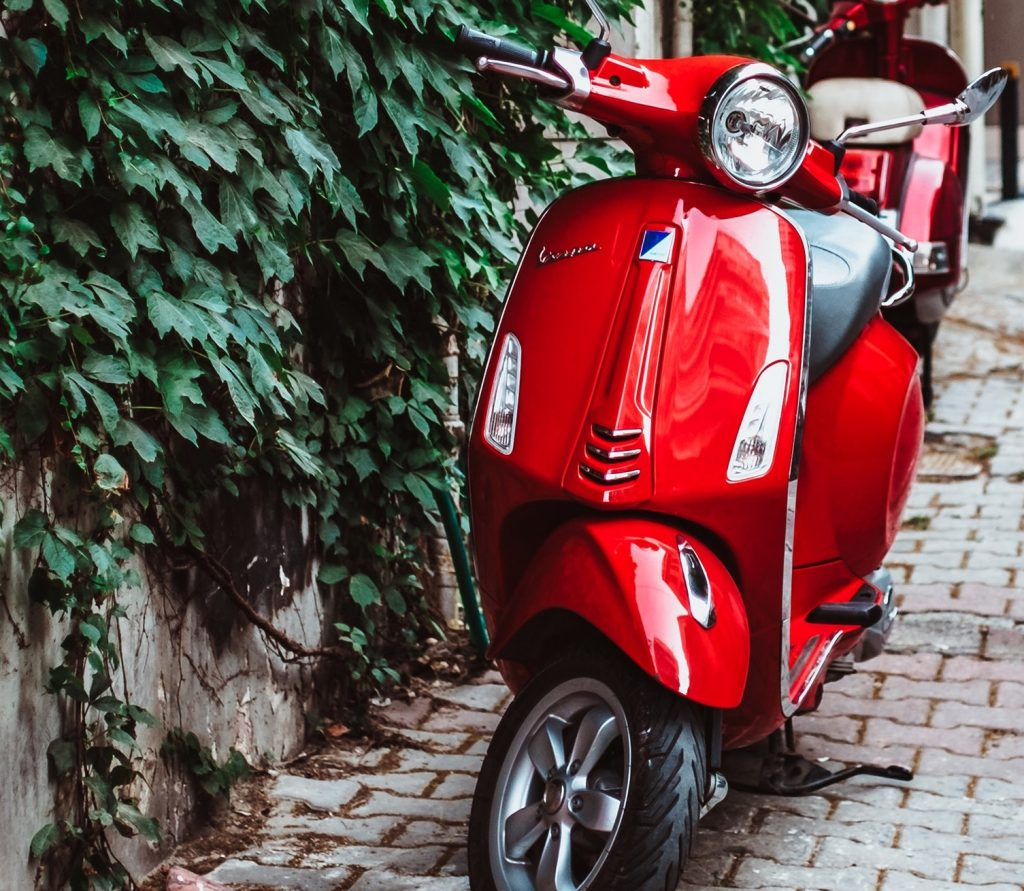 vespa scooter rood