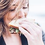 broodje-eten-vrouw
