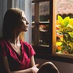raam-open-vrouw