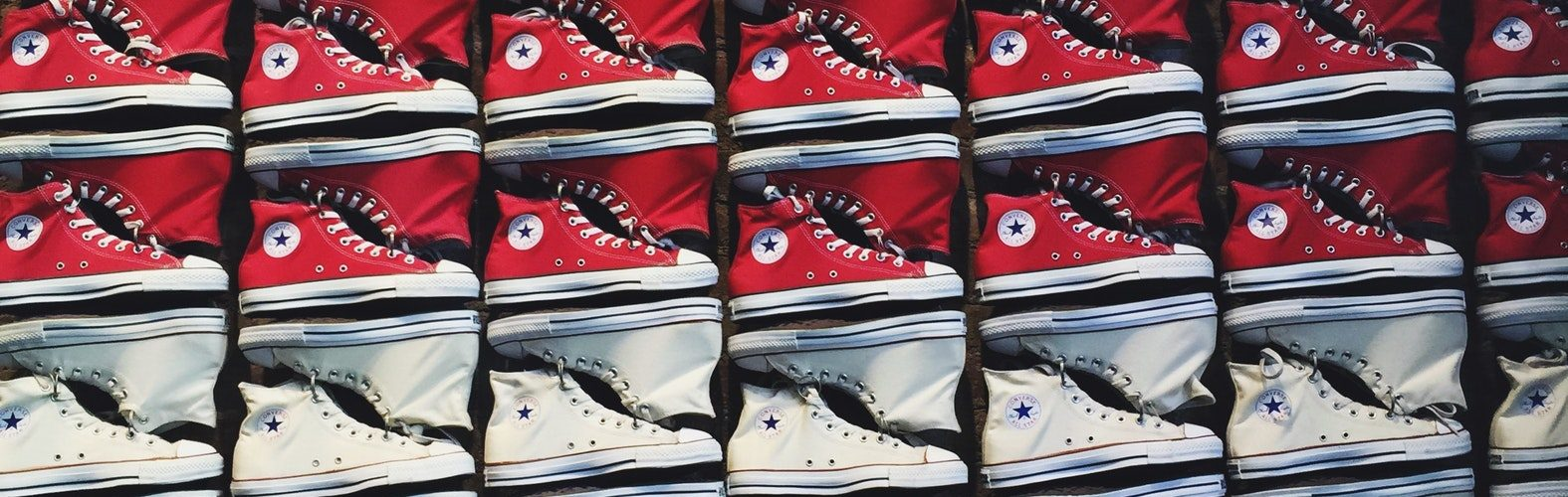 rode en witte schoenen