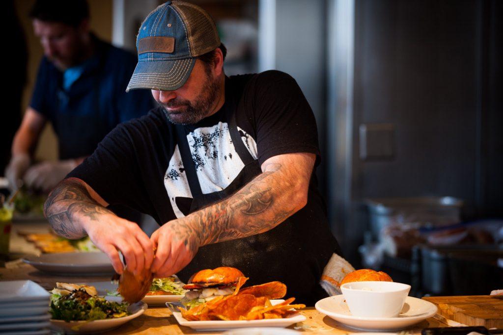 fastfood-restaurant-werknemer