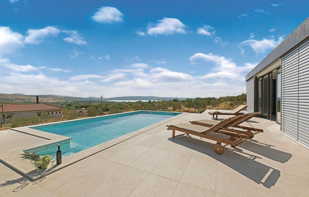 rustige-omgeving-zwembad-vakantiehuis