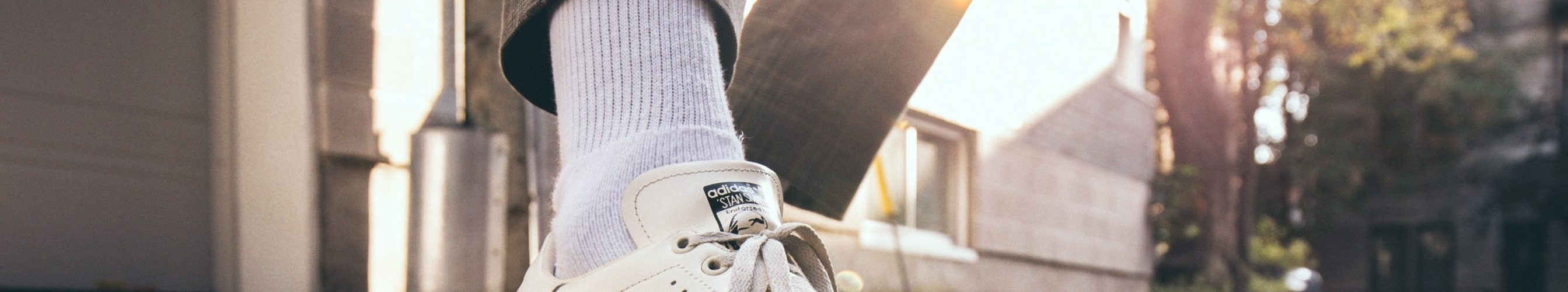 witte-sneakers-man