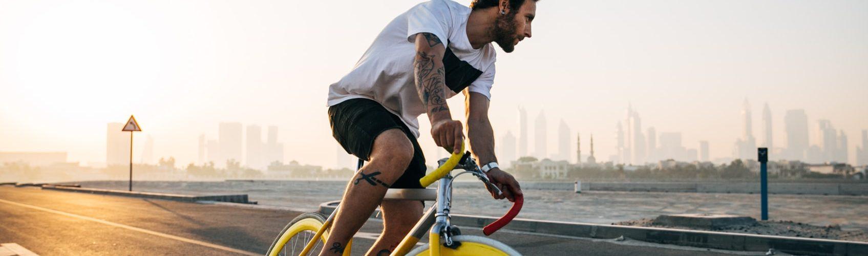 gele-race-fiets-man