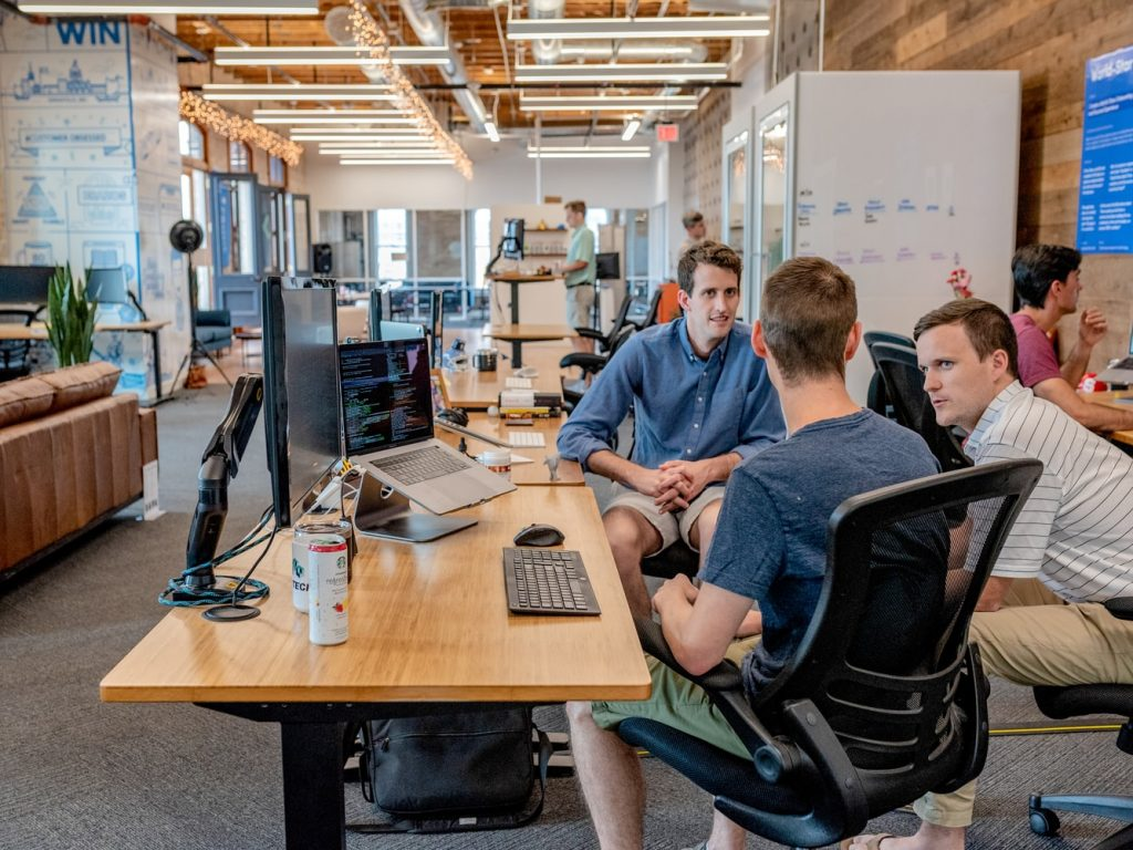 bedrijf-vergadering-kantoor