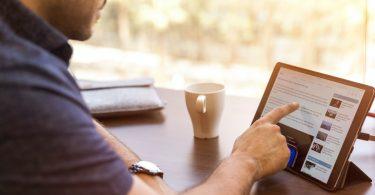 man-tablet-business