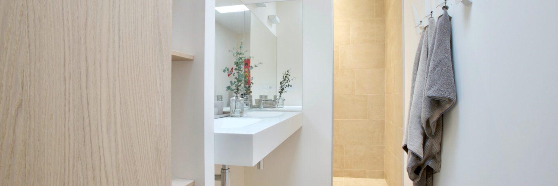 witte-houten-badkamer
