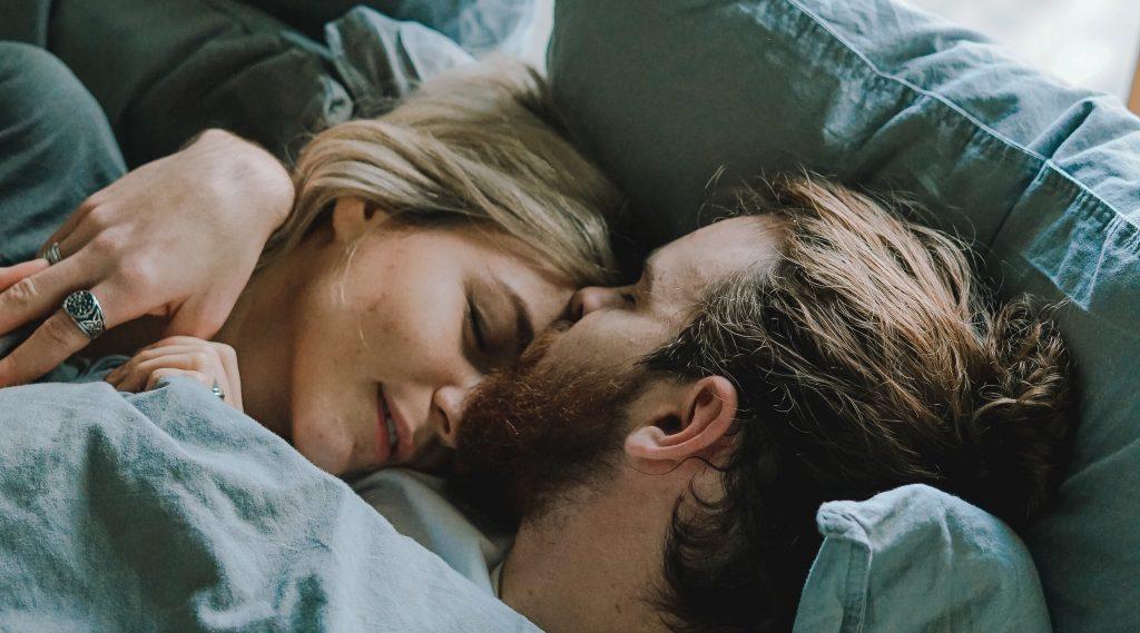 slapend-koppel-bed