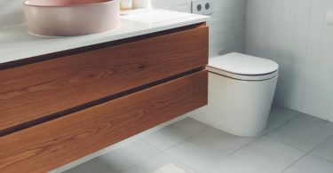 badkamer-hout-wit-toilet
