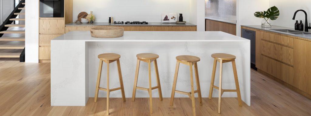 witte-keuken-barkrukken