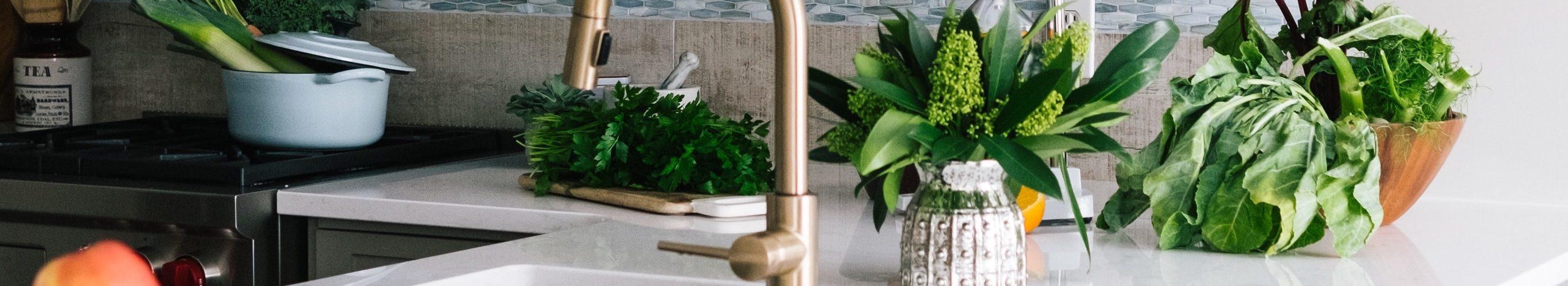 witte-keuken-planten