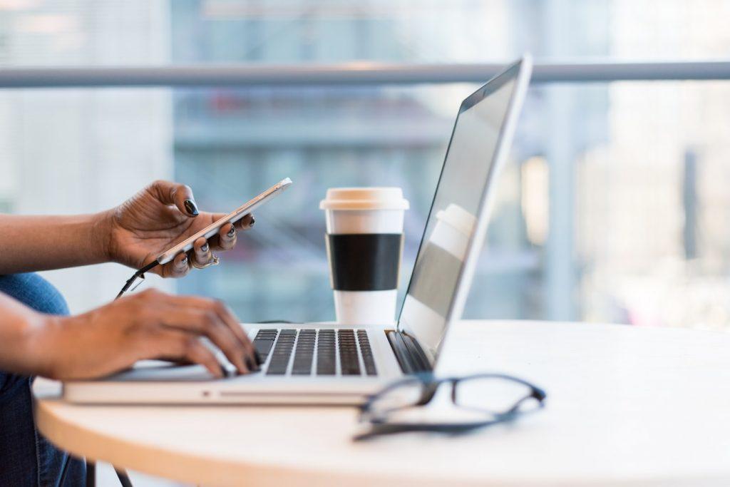 laptop-telefoon-werken