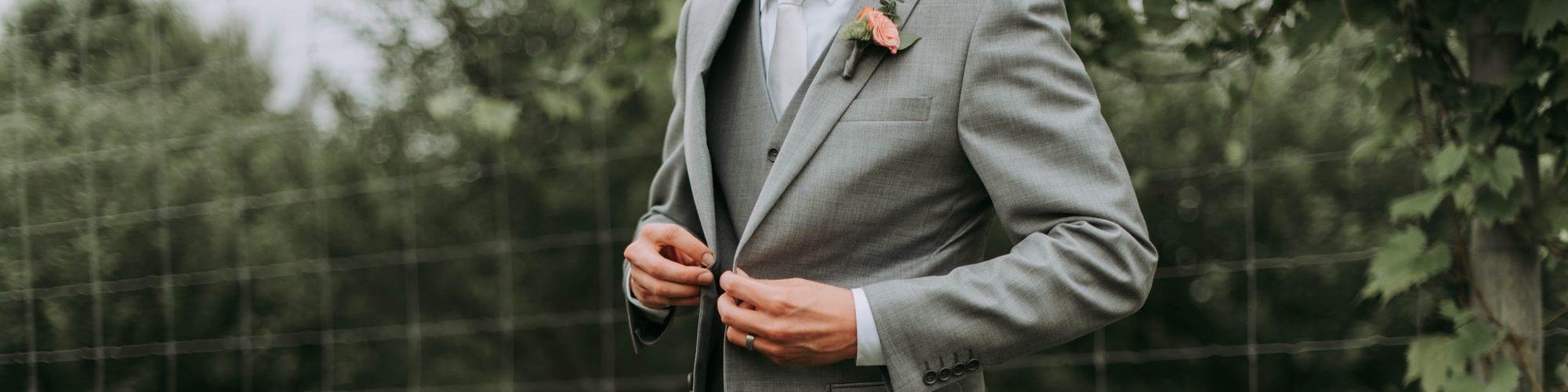 licht-grijs-groen-trouwpak